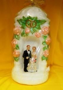 Свеча свадебная внутри с фигурками