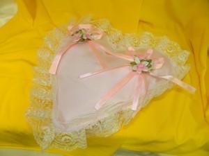Подушка для колец в виде сердца