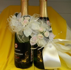 """Украшение на шампанское """"Признание"""" белое"""