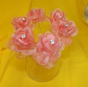 Шпильки с розовыми цветами со стразами