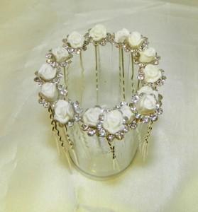 Шпильки с белыми розами