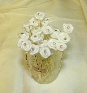 Шпильки декоративные с белыми цветами