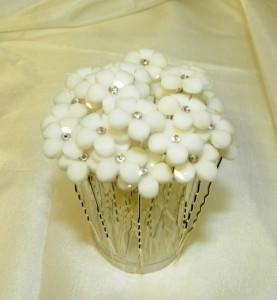 Шпильки для волос с белыми цветочками