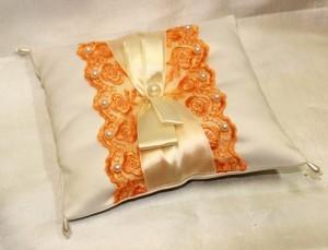 Подушечка для свадебных колец оранжевая