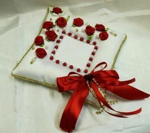 Подушечка для свадебных колец красная