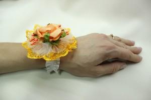 Браслет на руку подружки невесты оранжевый фото