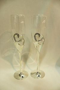 Свадебные бокалы на металлической ножке со стразами
