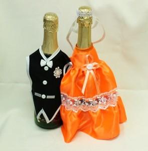 Украшение на свадебное шампанское оранжевое и черное костюмы