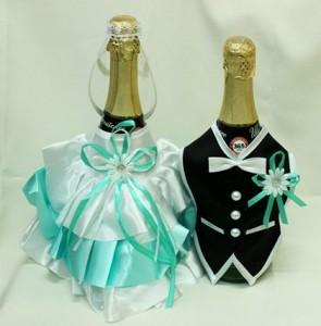 Украшение на свадебное шампанское мятное и черное костюмы