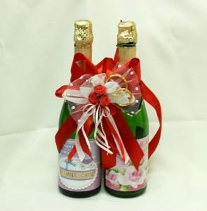 Украшение на свадебное шампанское красное