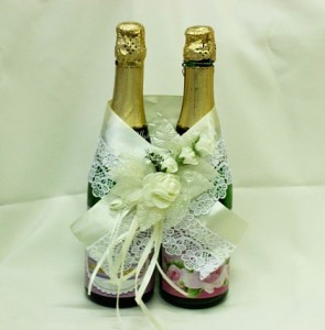 Украшение на свадебное шампанское айвори