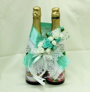 Украшение на свадебное шампанское мятное