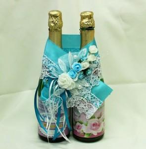 Украшение на свадебное шампанское голубое
