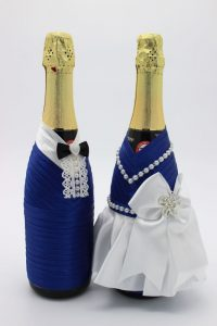 Украшение на шампанское жених и невеста синее