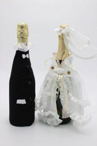 Украшение на шампанское жених и невеста классика