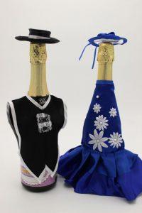 Украшение на шампанское жених и невеста со шляпами синее