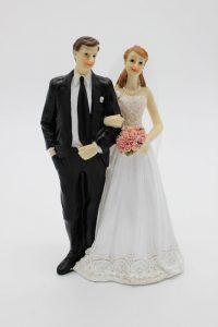 Фигурка на свадебный торт жених и невеста с цветами