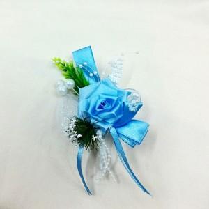 Бутоньерка для жениха голубая с белым
