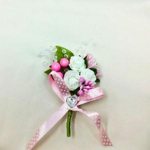 Бутоньерка розовая с белым и зеленым для жениха. Свадебный салон