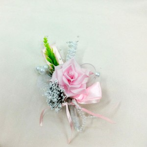 Бутоньерка для жениха розовая с белым зеленым