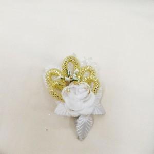 Бутоньерка для жениха белая с золотом