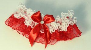 Подвязка-невесты-красная