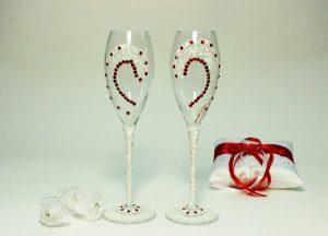 Свадебные-бокалы-роспись-белые-с-красным