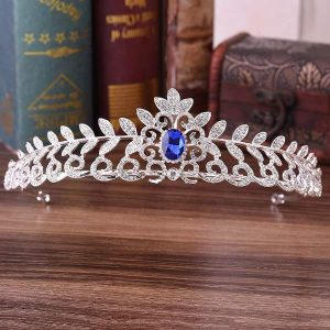 диадема со стразами и синим камнем