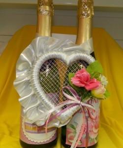 Украшение на свадебное шампанское сердце