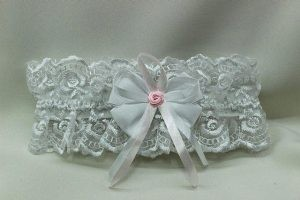 Подвязка невесты белая с рюшами