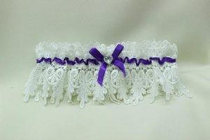 Подвязка невесты белая с сиреневым