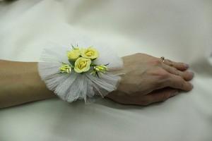 Браслет на руку подружки невесты желтый фото