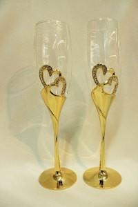 Свадебные бокалы на металлической ножке золотые