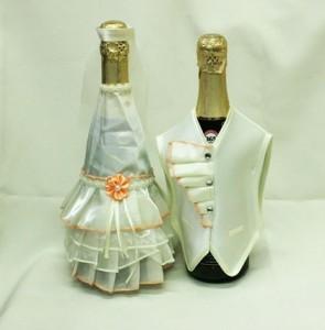Украшение на свадебное шампанское айвори костюмы