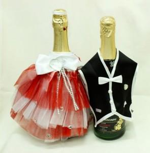 Украшение на свадебное шампанское красное костюмы