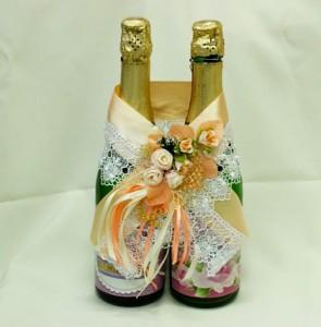 Украшение на свадебное шампанское персиковое
