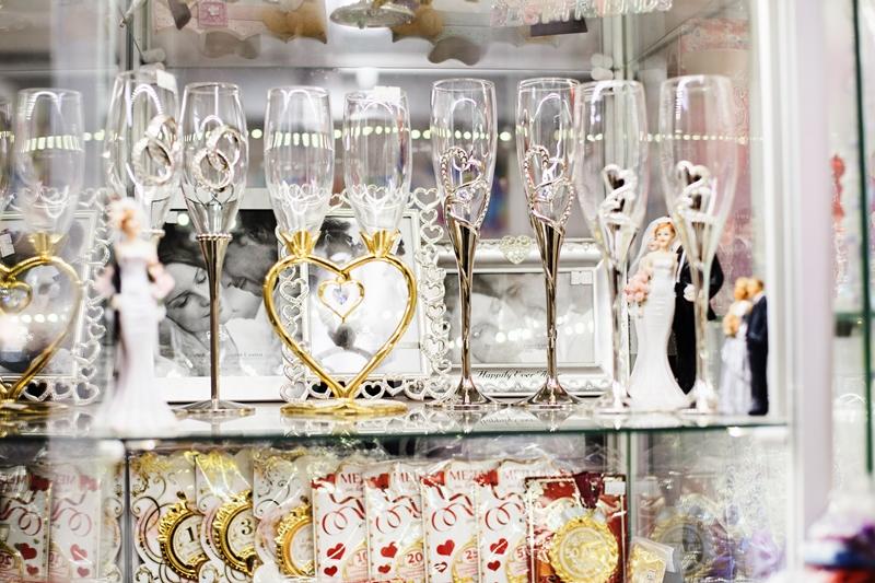 Свадебные бокалы на металлической ножке в ассортименте