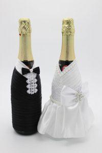 Украшение на шампанское жених и невеста бело-черное