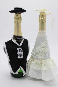 Украшение на шампанское жених и невеста со шляпами айвори