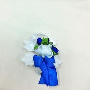Бутоньерка белая с синим для жениха. свадебный салон
