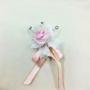 Бутоньерка белая с розовым. Свадебный салон