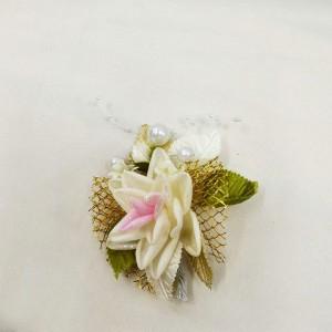 Бутоньерка для жениха на свадьбе айвори. Свадебный салон