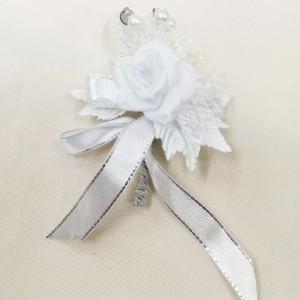 Бутоньерка белая для жениха и свидетеля на свадьбе. Свадебный салон
